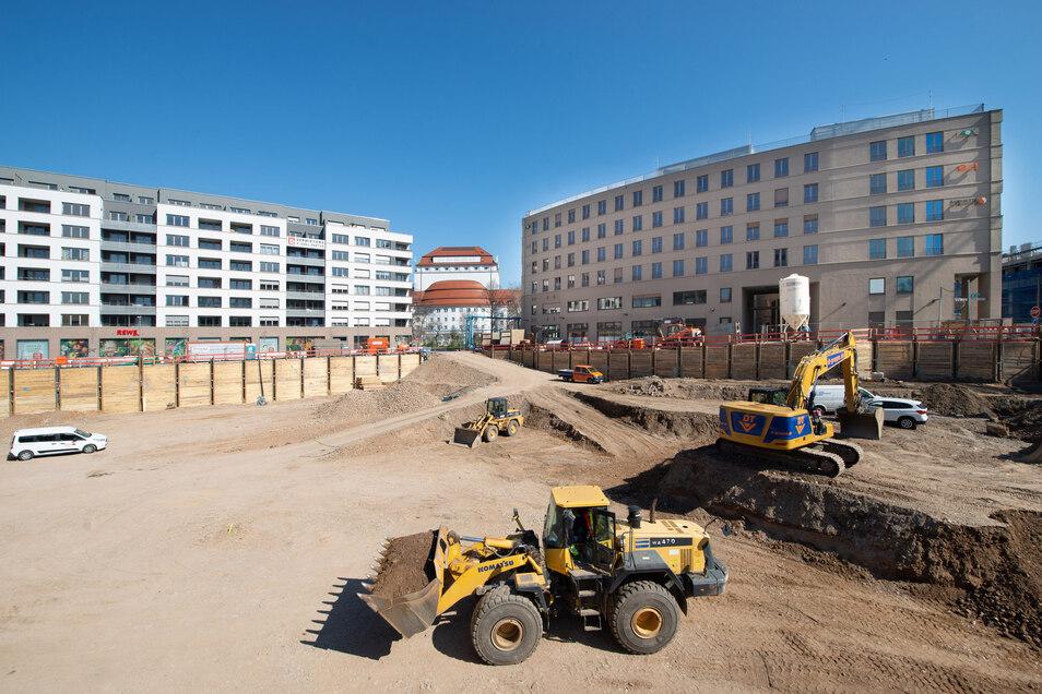 Ein Blick in die Baugrube der Annenhöfe am Postplatz. Auf der Fläche von 6.200 Quadratmetern entsteht ein Bürokomplex.