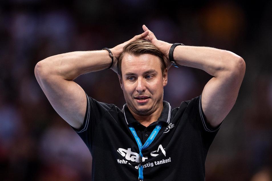 THW-Trainer Filip Jicha muss nach der Niederlage im Supercup gegen die SG Flensburg-Handewitt die Pleite gegen Barcelona bei der Klub-WM hinnehmen.