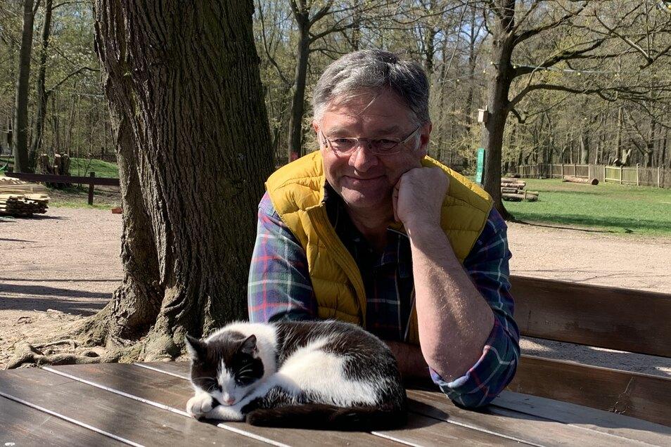 Holger Zastrow mit Helloweeny. Ab sofort ist wieder Betrieb auf der Hofewiese.