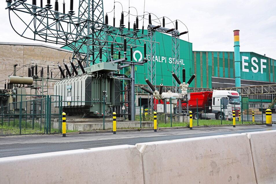 Ein eigenes Umspannwerk: Feralpi Stahl hängt mit einem separaten Anschluss am Hochspannungsnetz. Die Anlage muss bald erweitert werden.