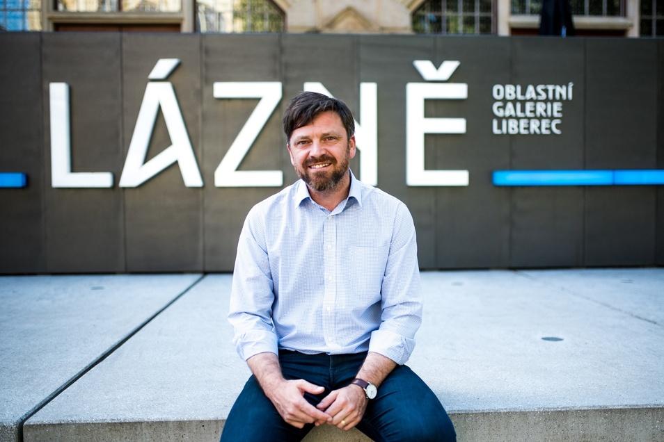 Jan Randáček vor der Regionalgalerie in Liberec.