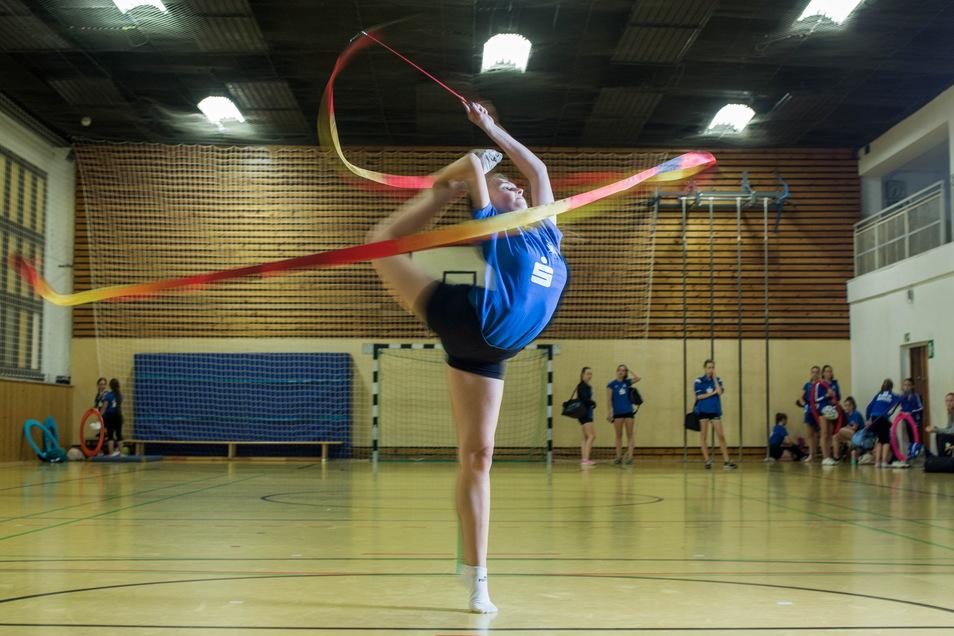 Anna Lena Fischer ist seit ihrem dritten Lebensjahr in der Rhythmischen Sportgymnastik aktiv.