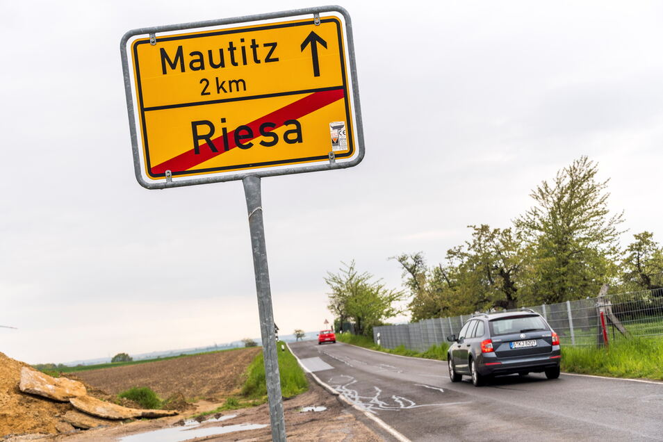 Die Ortsverbindungsstraße von Weida nach Mautitz ist mittlerweile für Bauarbeiten gesperrt. Mehr als 200.000 Euro fließen in die Deckenerneuerung vor Ort.