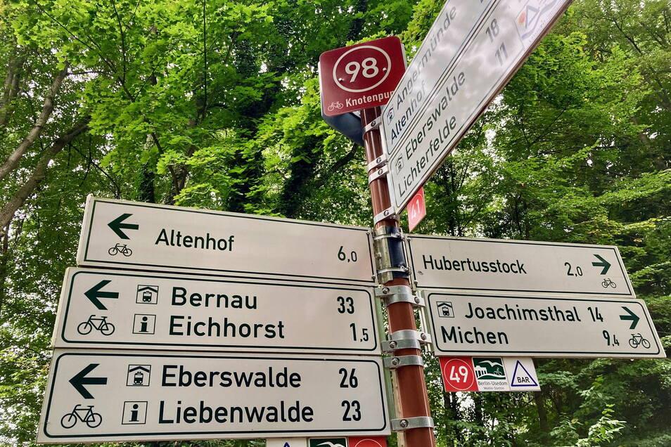 Ähnlich der Beschilderung am Werbellin-Kanal im brandenburgischen Wildau könnten die neuen Wegweiser für den Radtourismus auch im Landkreis Görlitz aussehen. Entscheidend ist der rote Knoten mit der Nummerierung.