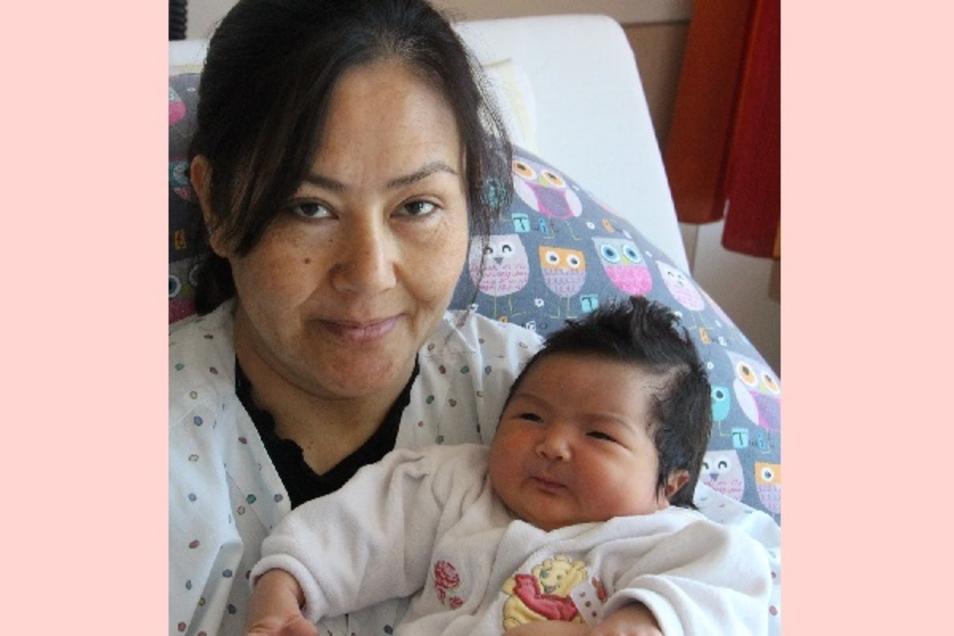 Hilda Geboren am 1. Juni Geburtsort Bautzen Gewicht 4060 Gramm Größe 52 Zentimeter Eltern Khadija und Abouzar Ghaffari Wohnort Bautzen Foto: Carmen Schumann