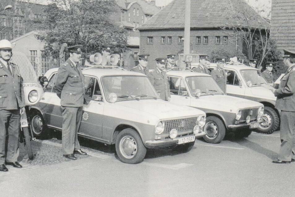 Der Polizei-Lada: Hier im Bild im Jahr 1987 bei einer Diensteinweisung im Volkspolizei-Kreisamt Görlitz.
