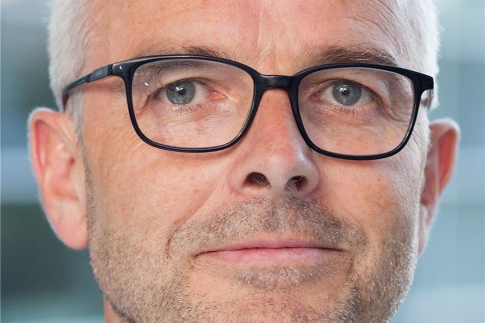 Dr. Dirk Drescher (52), Geschäftsführer der Dresdner Chipfabrik von X-Fab, 450 Mitarbeiter.