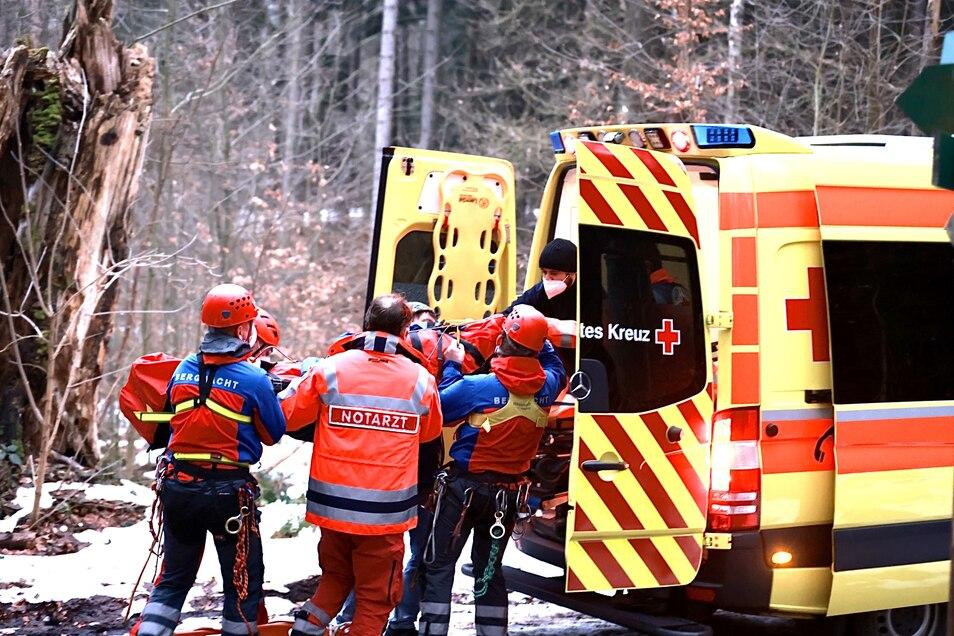 Bergwacht und Rettungswagen waren zur Erstversorgung nach Langenhennersdorf ausgerückt.