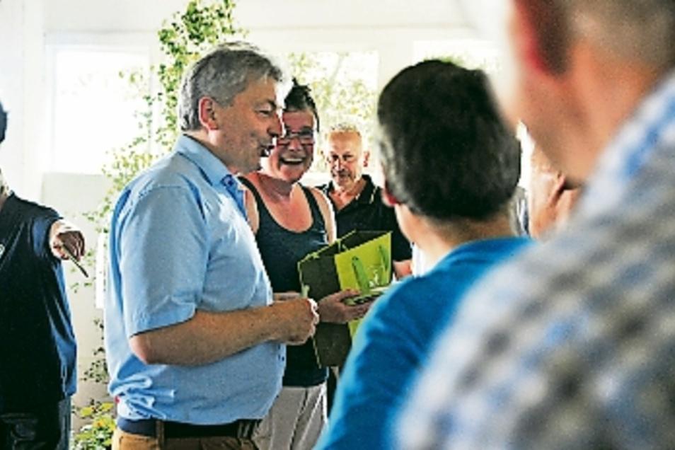 Meißens Landrat Arndt Steinbach ließ es sich nicht nehmen, die Laubacher persönlich zu begrüßen.