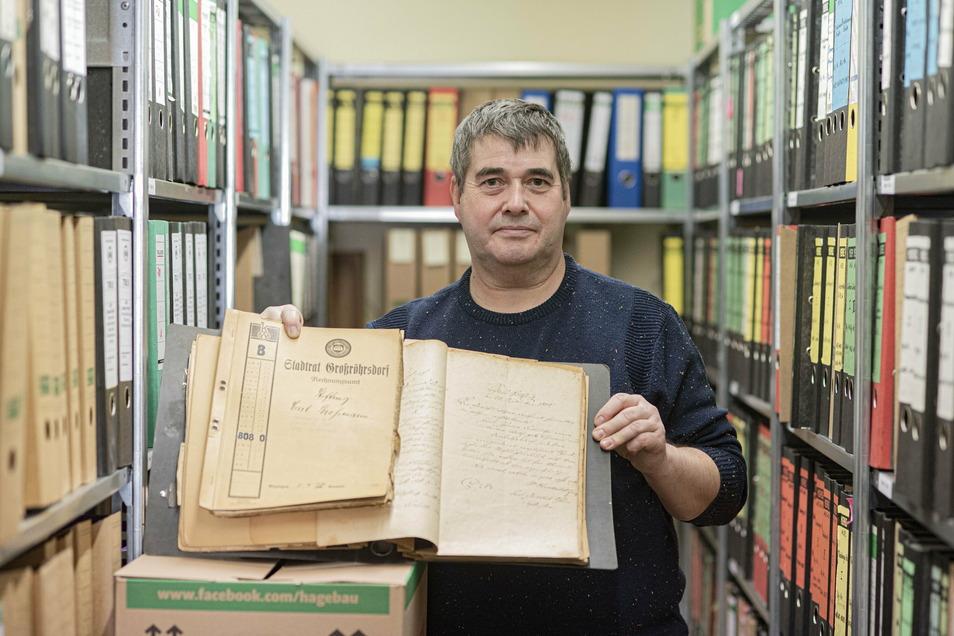 Henry Honomichl hat sich mit den Stiftungen der Stadt Großröhrsdorf beschäftigt und dazu auch in alten Akten geforscht.