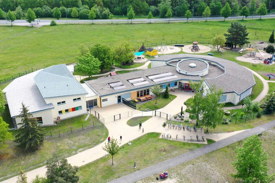 Die erweiterte Kita an der Schulstraße aus der Luft gesehen.