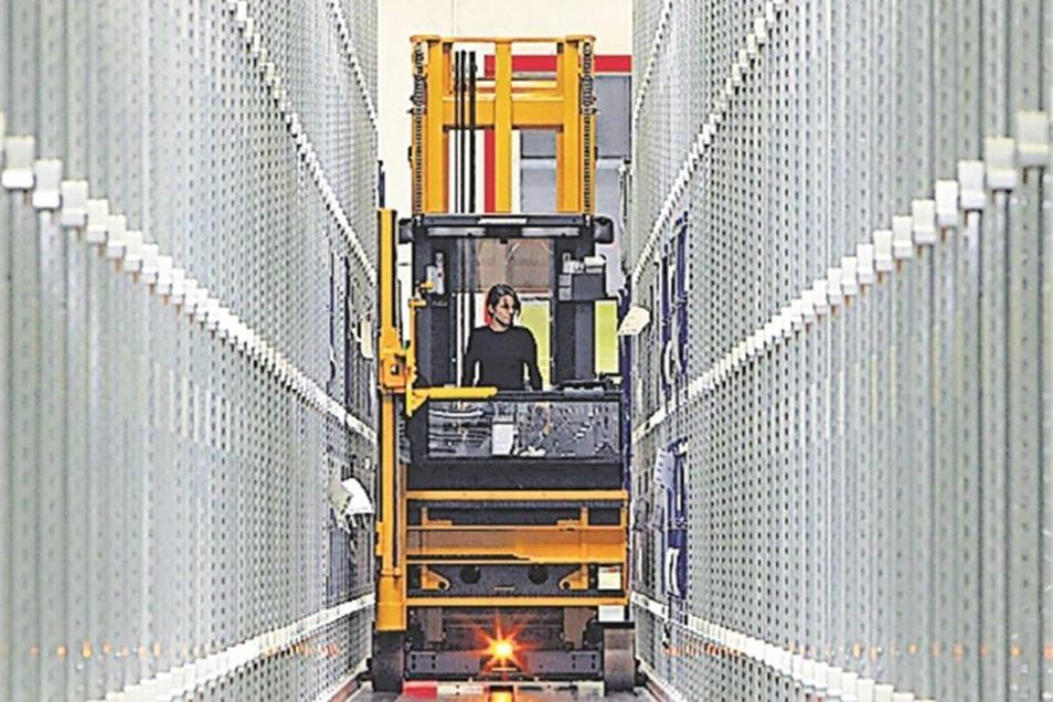 Die Firma Gerodur MPM Kunststoffverarbeitung in Neustadt finanziert ihren Azubis unter anderem den Gabelstaplerschein, Kranschein oder Schweißerlaubnisschein. Des Weiteren schickt sie ihre Lehrlinge zu speziellen Weiterbildungen. Alles in allem investiert