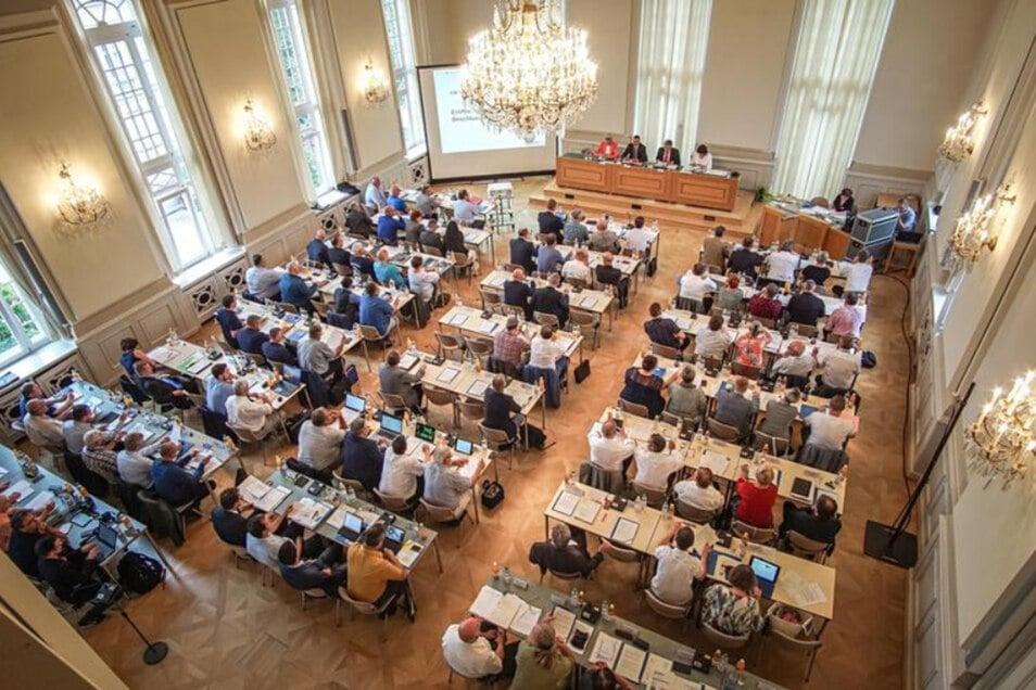 Blick in den Sitzungssaal des Bautzener Kreistages. Am Montagabend wählten die Kreisräte ihre Gremien für die nächsten fünf Jahre. Insgesamt waren 175 Sitze zu vergeben.