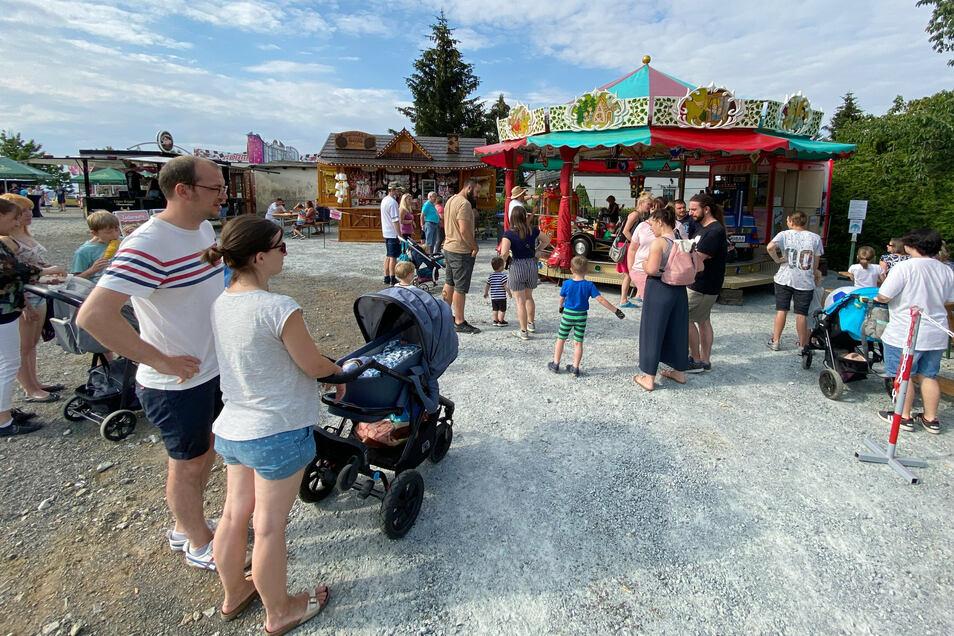 """Beim """"Sommerfest am Jacobimarkt"""" am Wochenende in Neugersdorf gibt es nur ein Fahrgeschäft - ein Kinderkarussell."""