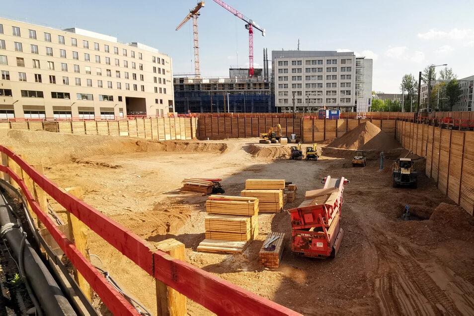 Am Postplatz klafft jetzt die Baugrube für die Annenhöfe. Bis Ende Mai soll sie ihre volle Tiefe von neun Metern erreicht haben.