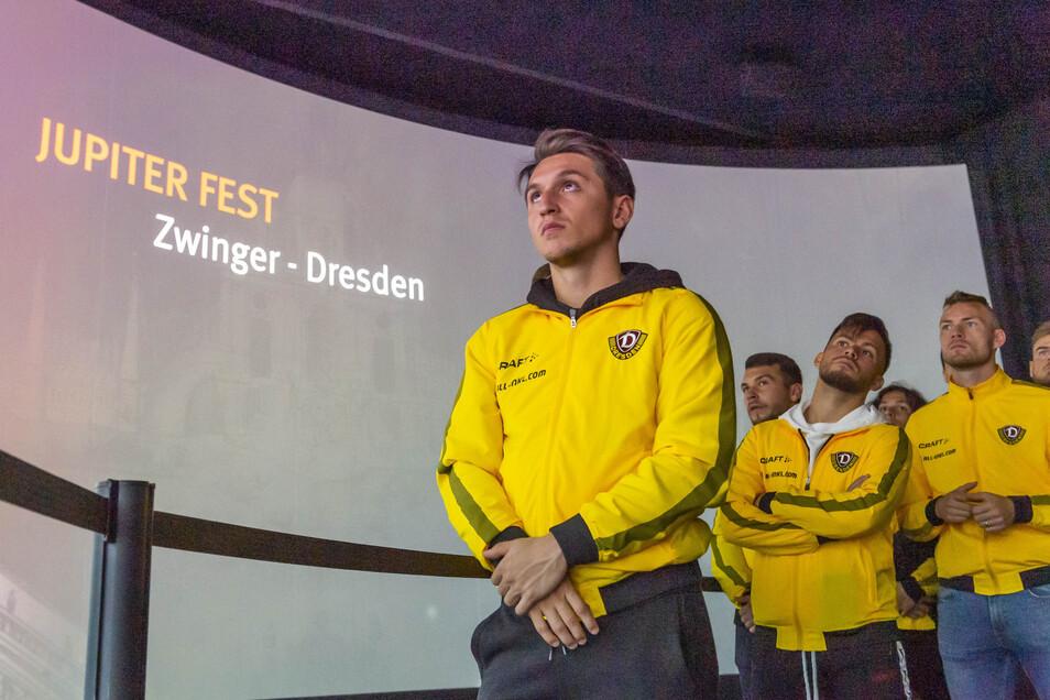Baris Atik (vorn) schaut staunend zu, am Ende gibt es Applaus.Foto: Matthias Rietschel