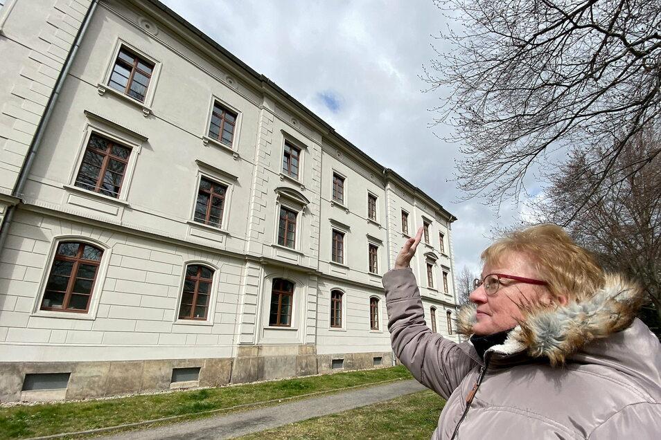 Cornelia Urban kann ihre Schwiegermutter derzeit nicht besuchen. Aufgrund mehrerer Cooronafälle ist im Altenheim an der Zittauer Weberkirche erneut ein Besuchsverbot verhängt.