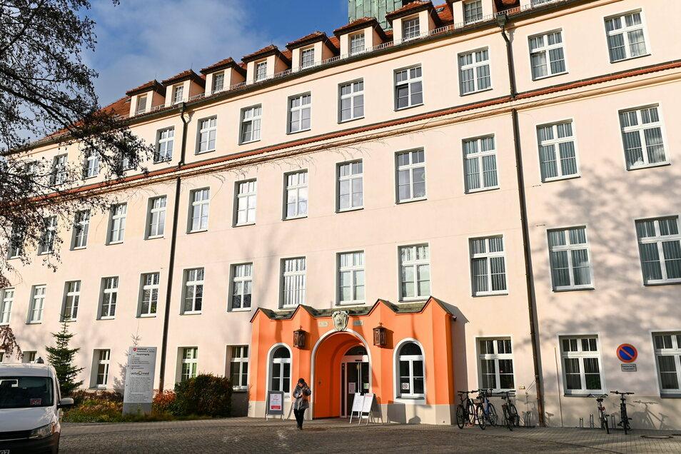 Der Haupteingang des Görlitzer Carolus-Krankenhauses.