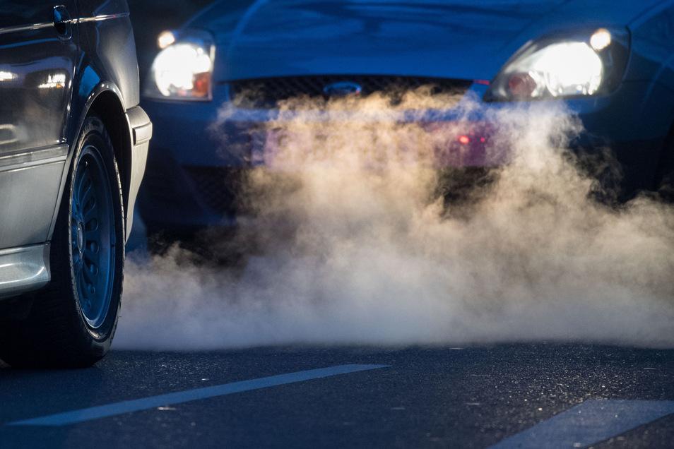 Eine CO2-Steuer könnte auch Autobesitzer treffen, zum Beispiel in Form höherer Spritpreise.
