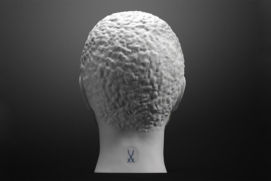 Der Hinterkopf ist aus Meissener Porzellan.