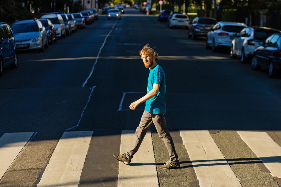 Nicht nur die Beatles mögen Zebrastreifen: Matthias Medicus vom FUSS e.V. hätte gern mehr Fußgängerüberwege in Sachsens Städten.