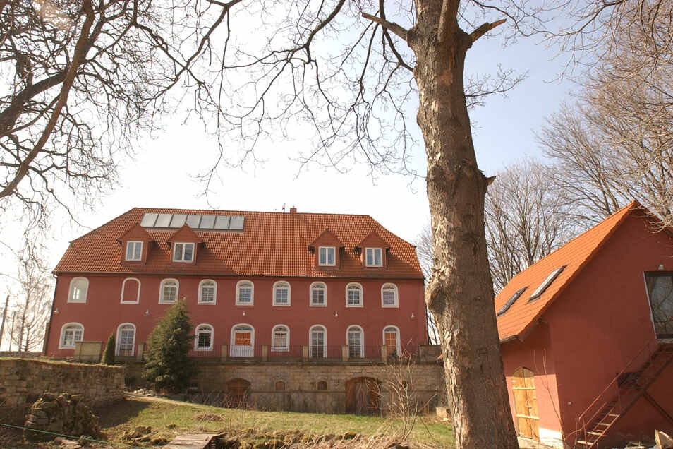 So sah das Haupthaus des Rittergutes Kleinopitz, das zu Wilsdruff gehört, im März 2004 aus.