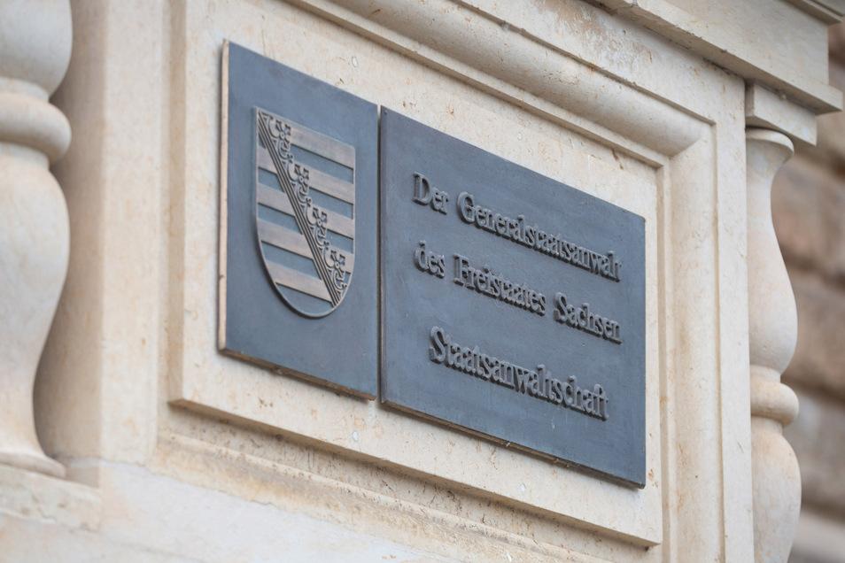 Die Staatsanwaltschaft Dresden ermittelt gegen mutmaßliche Brandstifter.