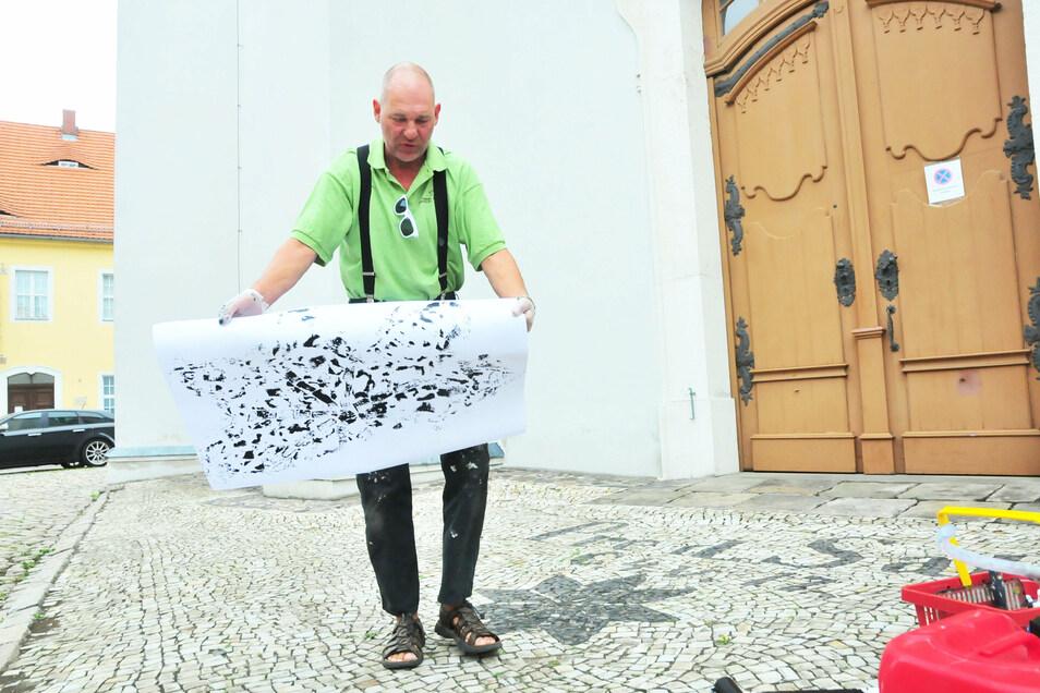 Ted Behrens aus Stralsund schuf seinen Beitrag zum Stadtkunstfest im August rund um die Marienkirche.