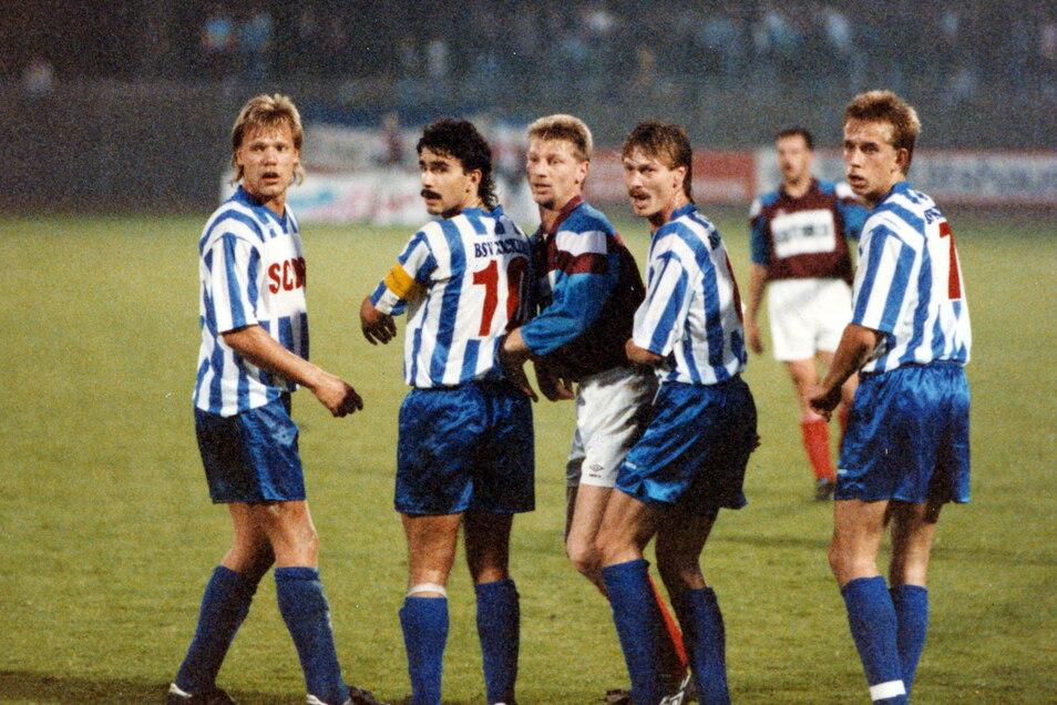 Vier Ossis für die Ostfriesen aus Emden: Ingo Hermanns, Stephan Prause, Jörg Müller und Jörg Heinrich (v. l.) beim Spiel 1993 in Kiel. :