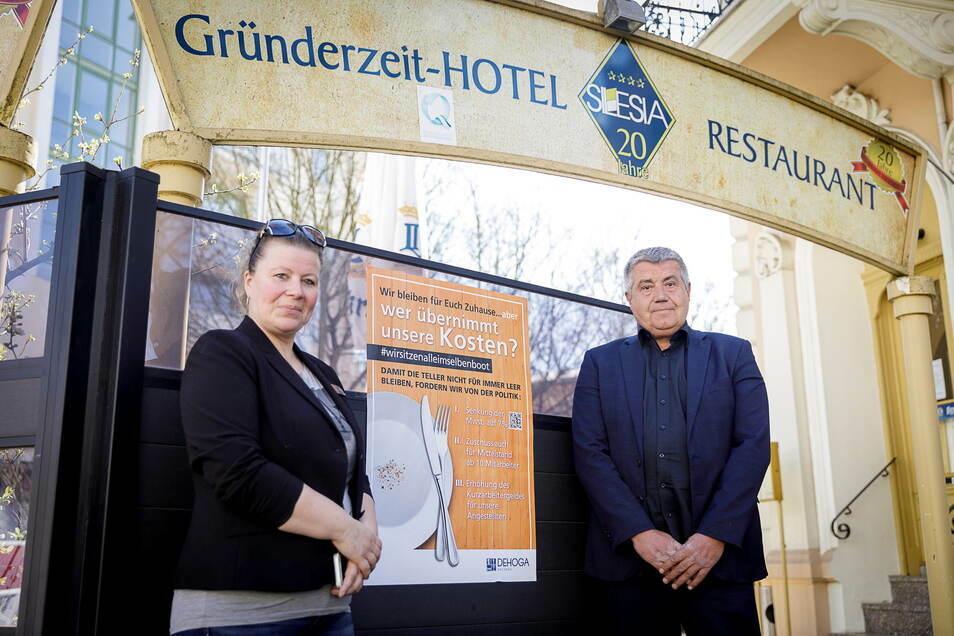 Burkhard Kämmerer (rechts) betreibt seit vielen Jahren das Hotel Silesia in Görlitz.