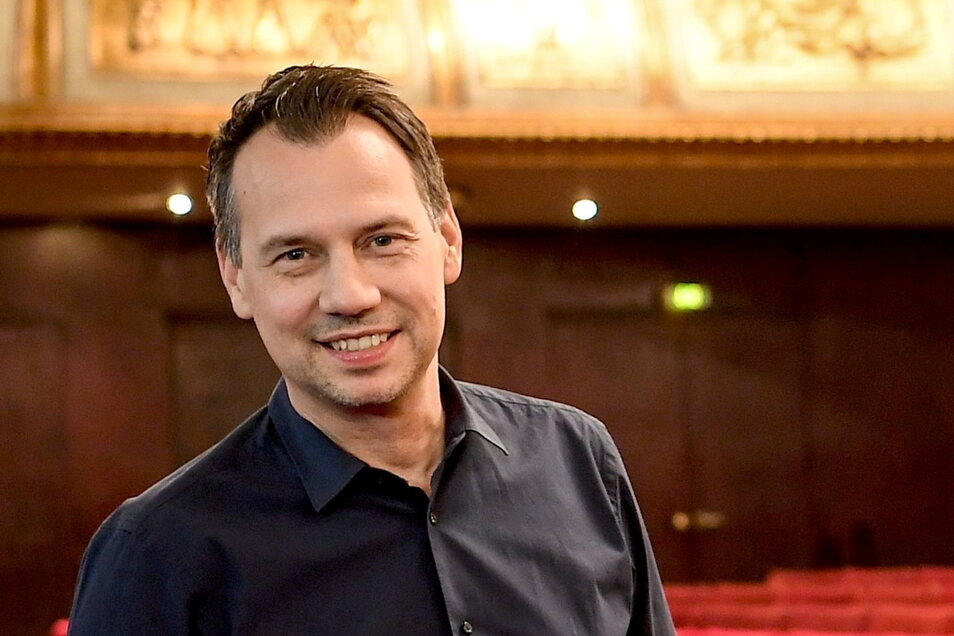 "Autor Sebastian Fitzek wird Moderator der TV-Talkshow ""Riverboat""."