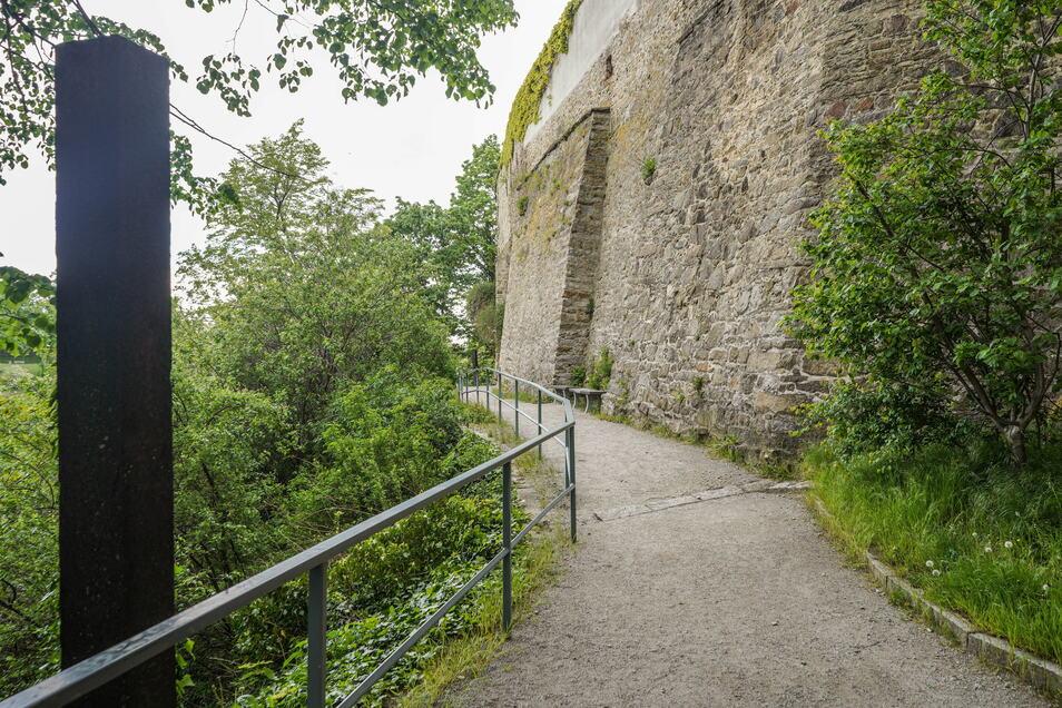 Die Sanierung der Stützmauern und Treppenanlagen am Bautzener Osterweg ist beschlossene Sache. Nur die Umsetzung steht noch nicht genau fest.