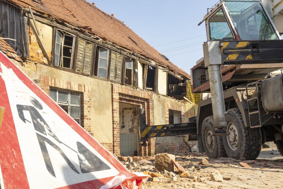 Anfang April wurde die alte Brauerei mit schweren Geräten abgerissen.