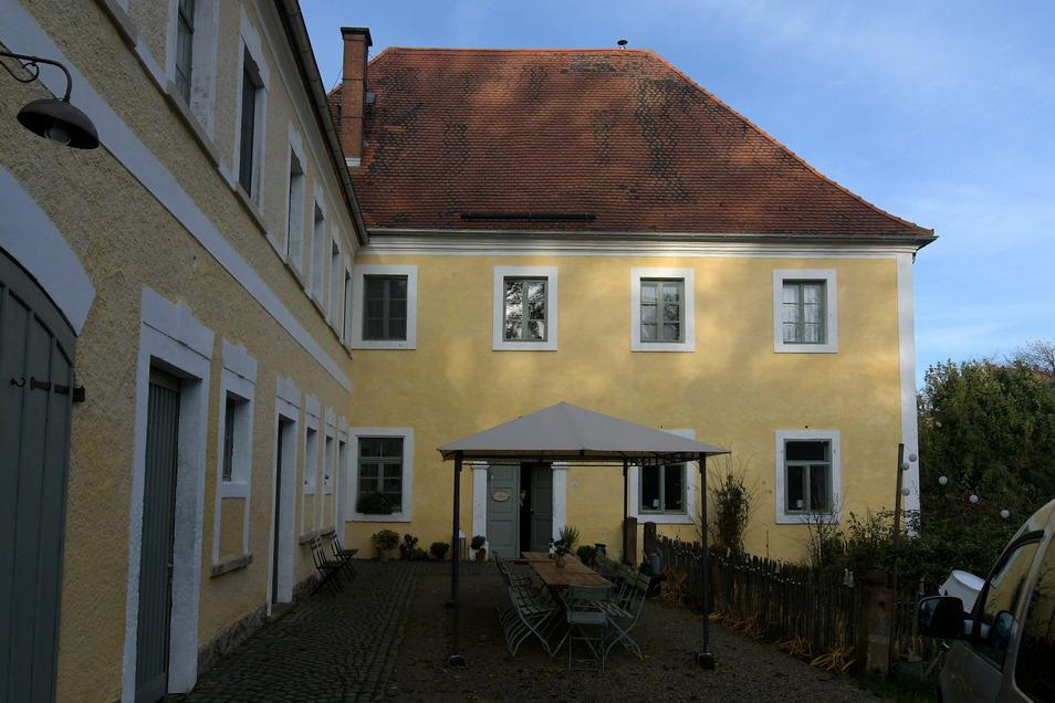 """Das ehemalige Pfarrgut in Wendishain ist in den vergangenen Jahren zum Denkmal- und Kulturgästehaus """"Zum Pfarrlehen"""" ausgebaut worden."""