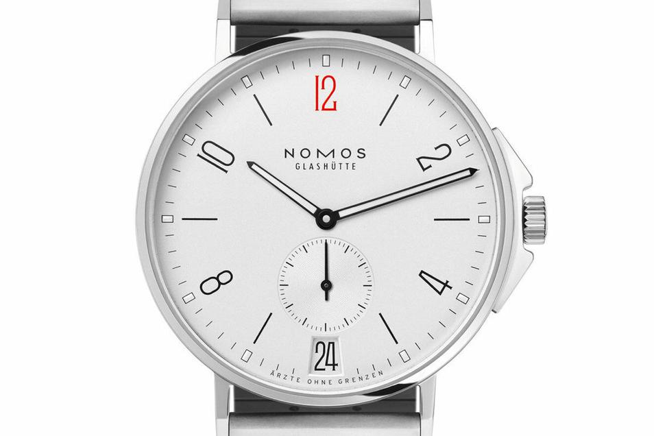 Nomos brachte das Sondermodell Ahoi Datum für Ärzte ohne Grenzen auf den Markt. Die Uhr kostet 3.780 Euro. 250 Euro gehen pro verkauftem Exemplar an die Hilfsorganisation.