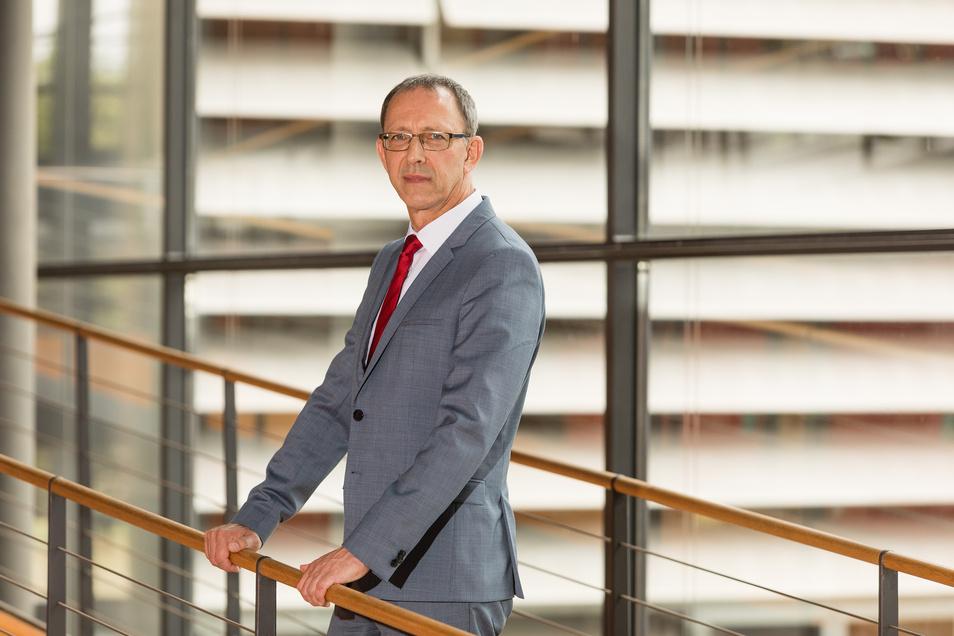 AfD-Chef Jörg Urban hofft auf bis zu 30 Prozent für die AfD bei der Landtagswahl. Seine Partei strebt drei Ministerien an. Doch Partner hat sie bislang nicht.