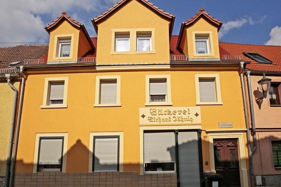 Die Bäckerei Jähnig gibt es seit 160 Jahren. Das sanierte Haus Nummer 39 mit Ladenlokal liegt in einem Abschnitt mit viel Leerstand.