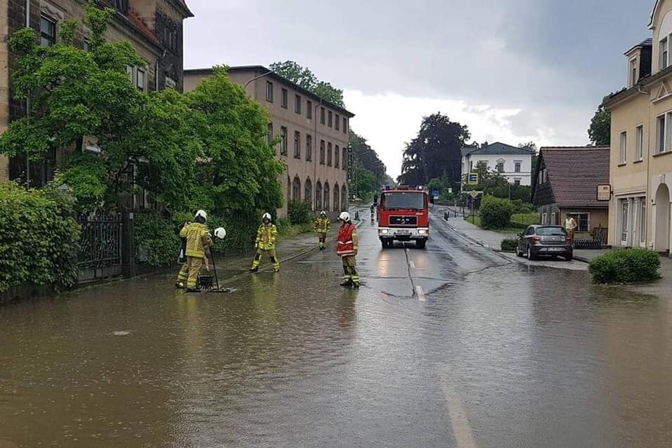 In Neugersdorf war erneut die Hauptstraße überschwemmt.