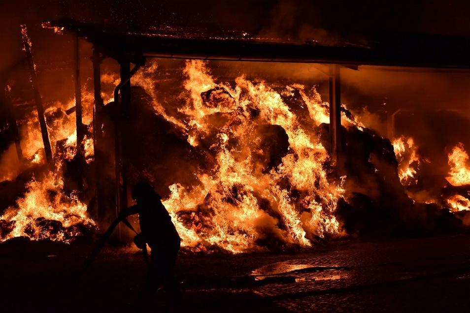 Diese Scheune im Altenberger Ortsteil Bärenstein brannte in den frühen Morgenstunden am Sonnabend.