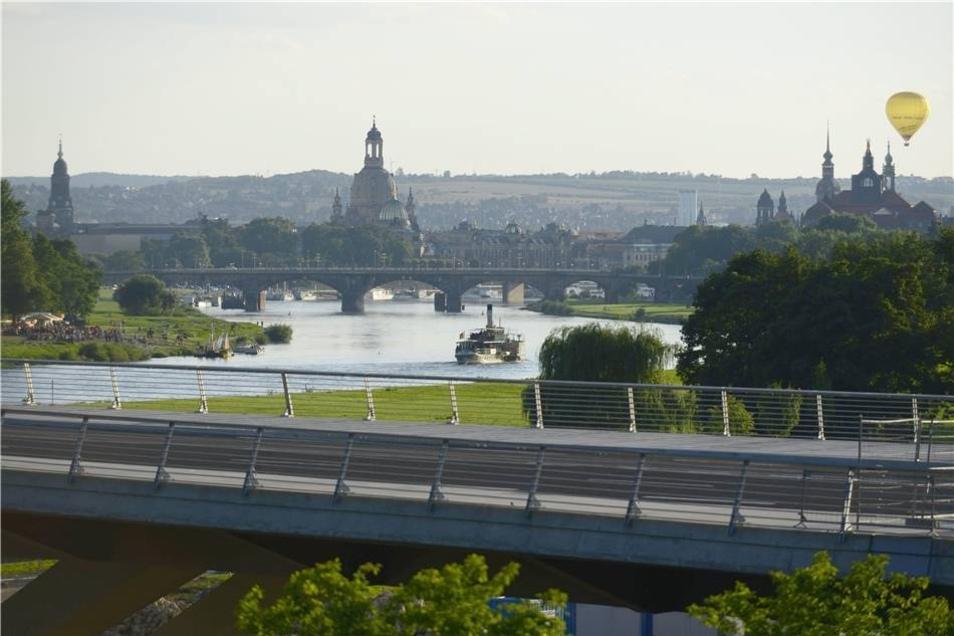 Ende der Bauarbeiten  13 Jahre nach dem Spatenstich wird die Brücke am 24./25. August 2013 eröffnet. Am 26. August 2013 rollt zum ersten Mal der Verkehr über das Bauwerk.