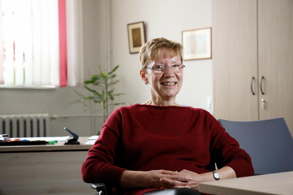 Sylvia Mebus leitet das Werner-Heisenberg-Gymnasium in Riesa. Sie sieht die Schulen gewappnet für die Arbeit von daheim. Aber den echten Kontakt mit dem Lehrer könne Lernsax nicht ersetzen.