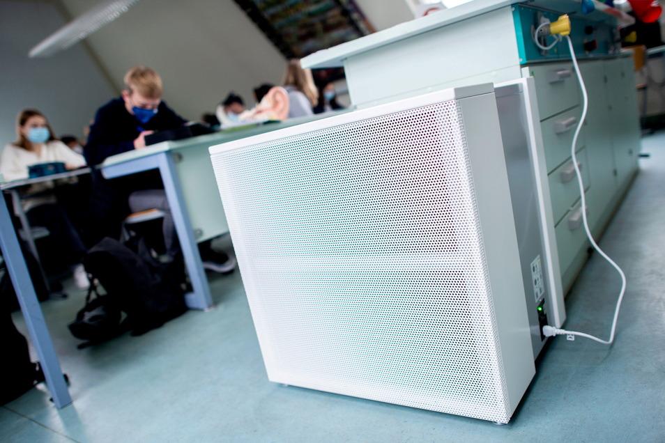 So sehen Luftfilter aus, die bereits in mehreren Schulen installiert sind.