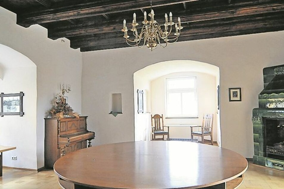 Das Herrenzimmer: Dort könnte der künftige Schlossherr sitzen, Zigarre rauchen und über den Teich blicken.