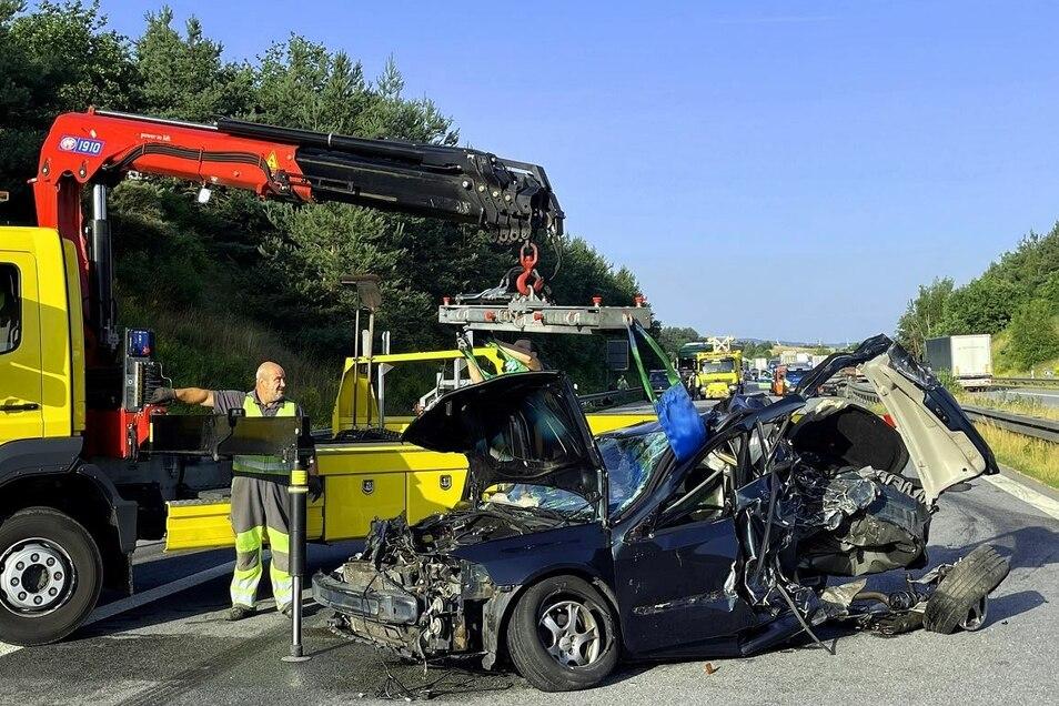 Viel blieb von dem Renault nicht übrig.
