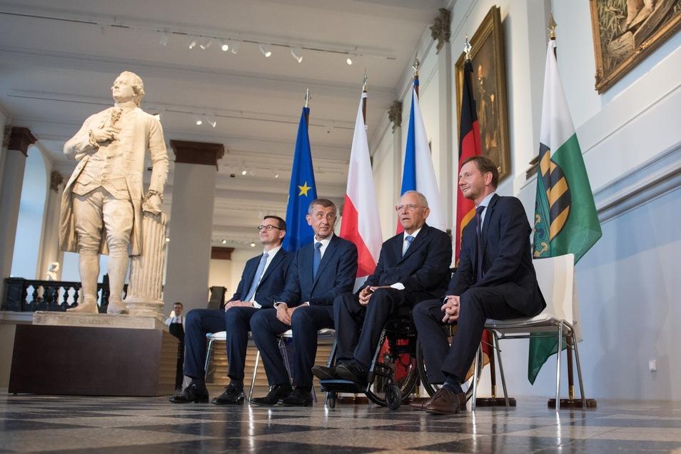 Mateusz Morawiec (l-r), Andrej Babis, Wolfgang Schäuble (CDU) und Michael Kretschmer (CDU) kamen am Montag im Dresdner Albertinum zur Festveranstaltung zum Europäischen Forum für Wissenschaft, Forschung und Innovation zusammen.
