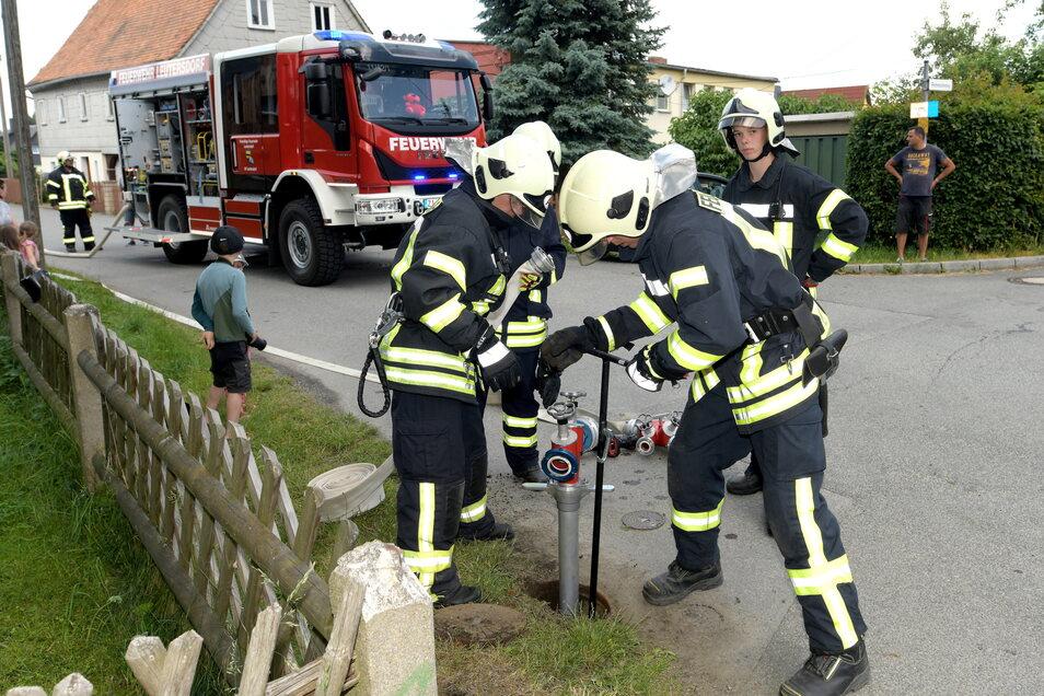 Um beim Brand schnell zu löschen, gibt es in vielen Ortschaften Hydranten, um die Wasserversorgung sicherzustellen. Auch Löschteiche kommen zum Einsatz. Doch in Schönerstädt fehlt das.