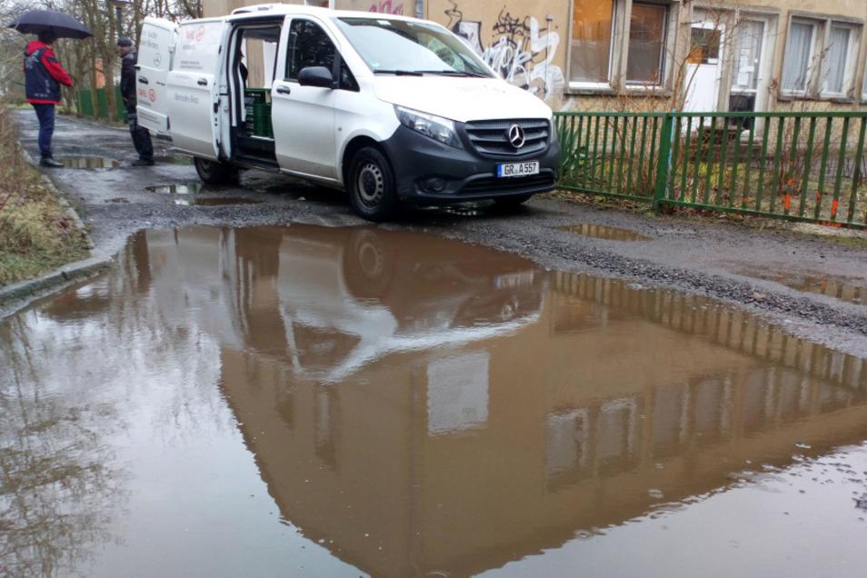 Man darf hoffen, dass die Straße nach den Ausbesserungs-Ankündigungen der Stadt Hoyerswerda wenigstens provisorisch vereinbar mit der Arbeit des vbff ist.