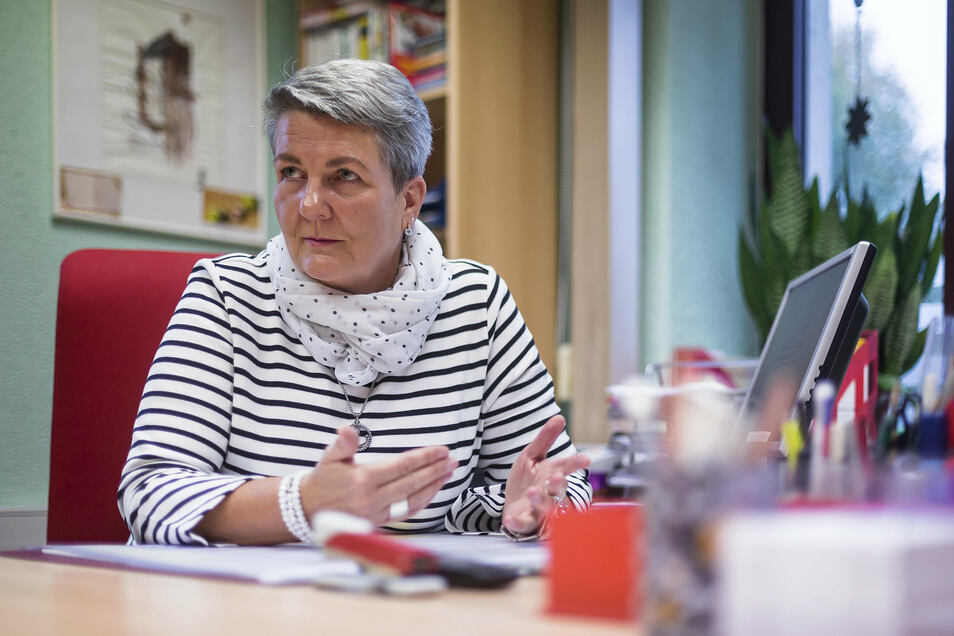 Cornelia Landow berät Schuldner in Freital.