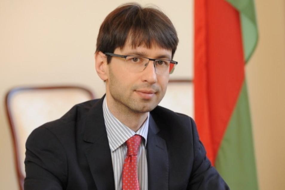 Denis Sidorenko, der Botschafter der Republik Belarus in Deutschland, besucht zum ersten Mal die Gedenkstätte Ehrenhain Zeithain.