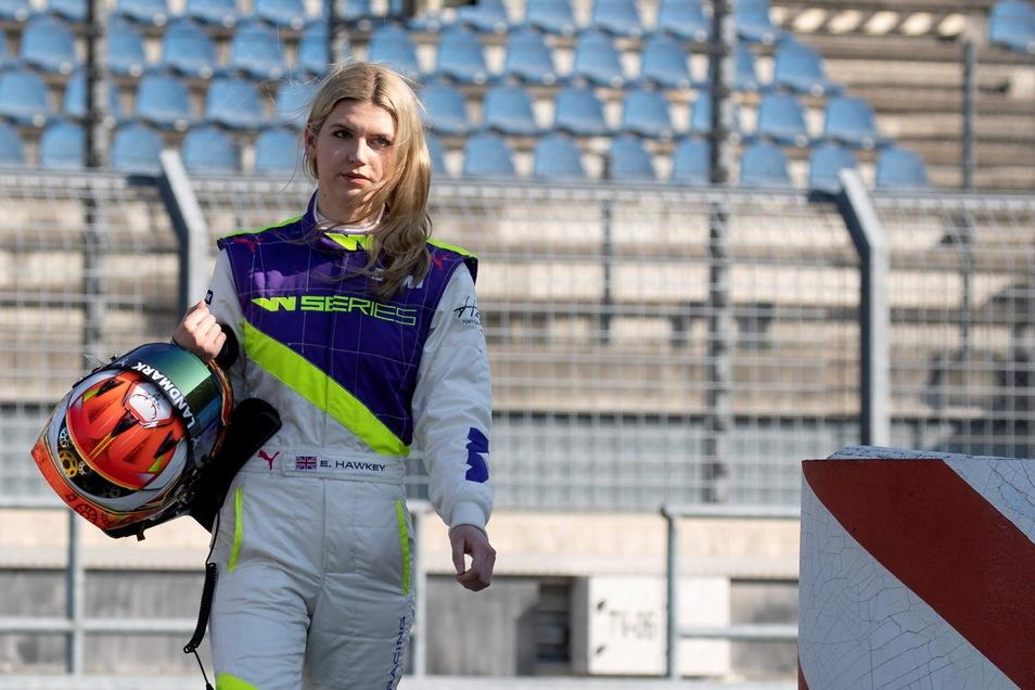 Britin, 24 Jahre jung und die erste Frau im Dresdner Team: Esmee Hawkey feiert am Samstag ihr DTM-Debüt.